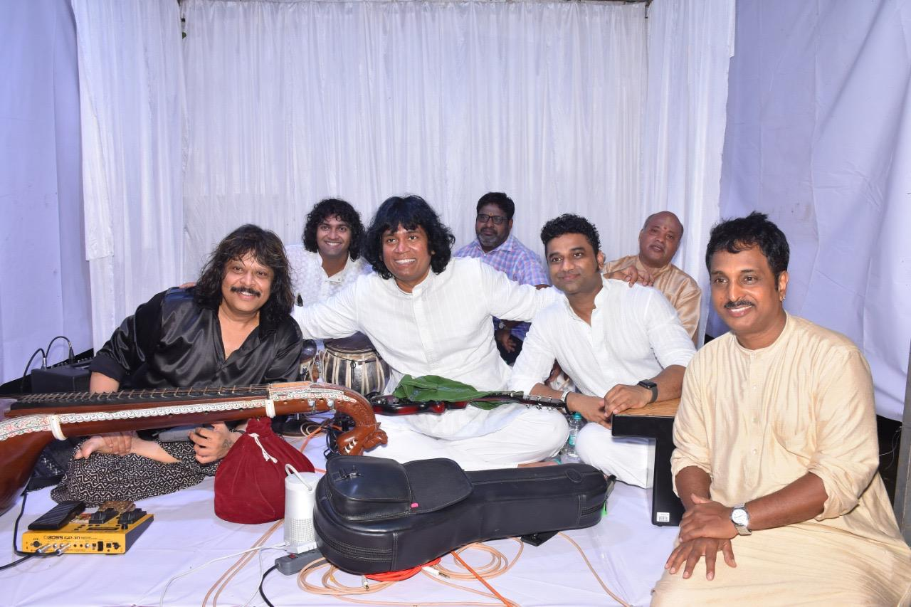 special-concert-conducted-by-mandolin-u-rajesh-in-memory-of-his-guru-u-srinivas-anna