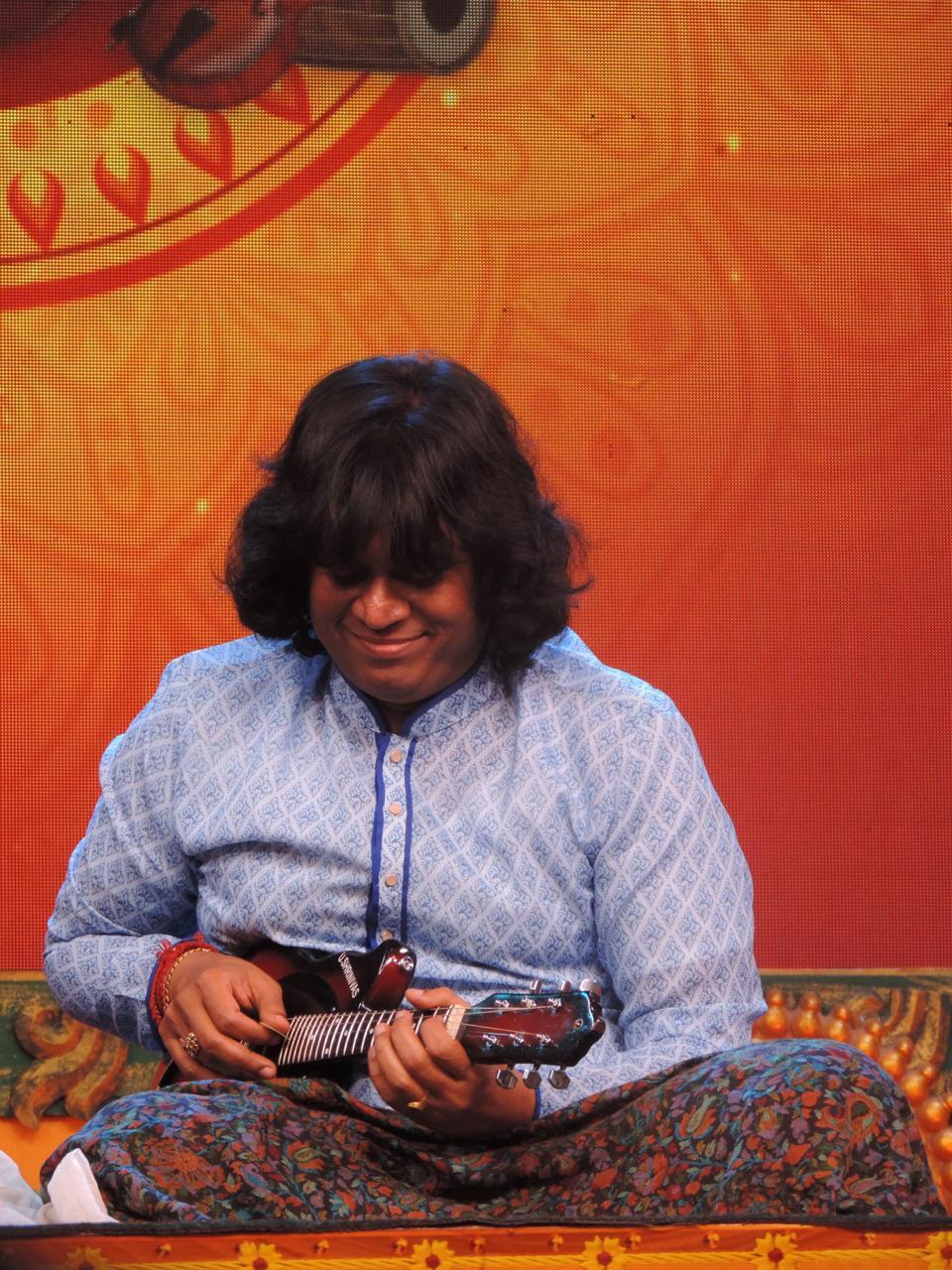 mandolin-u-rajesh-at-jaya-tv-margazhi-utsavam-concert