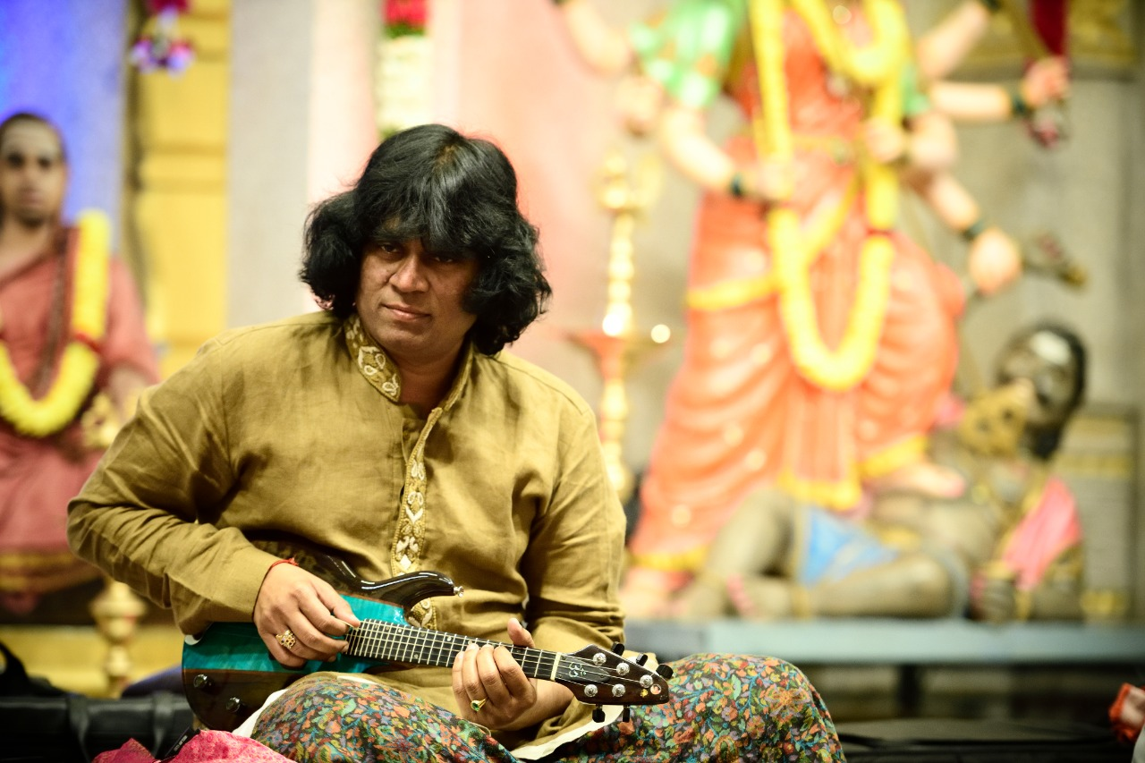 mandolin-rajesh-at-sri-surabharathi-sanskrit-and-cultural-foundation-concert