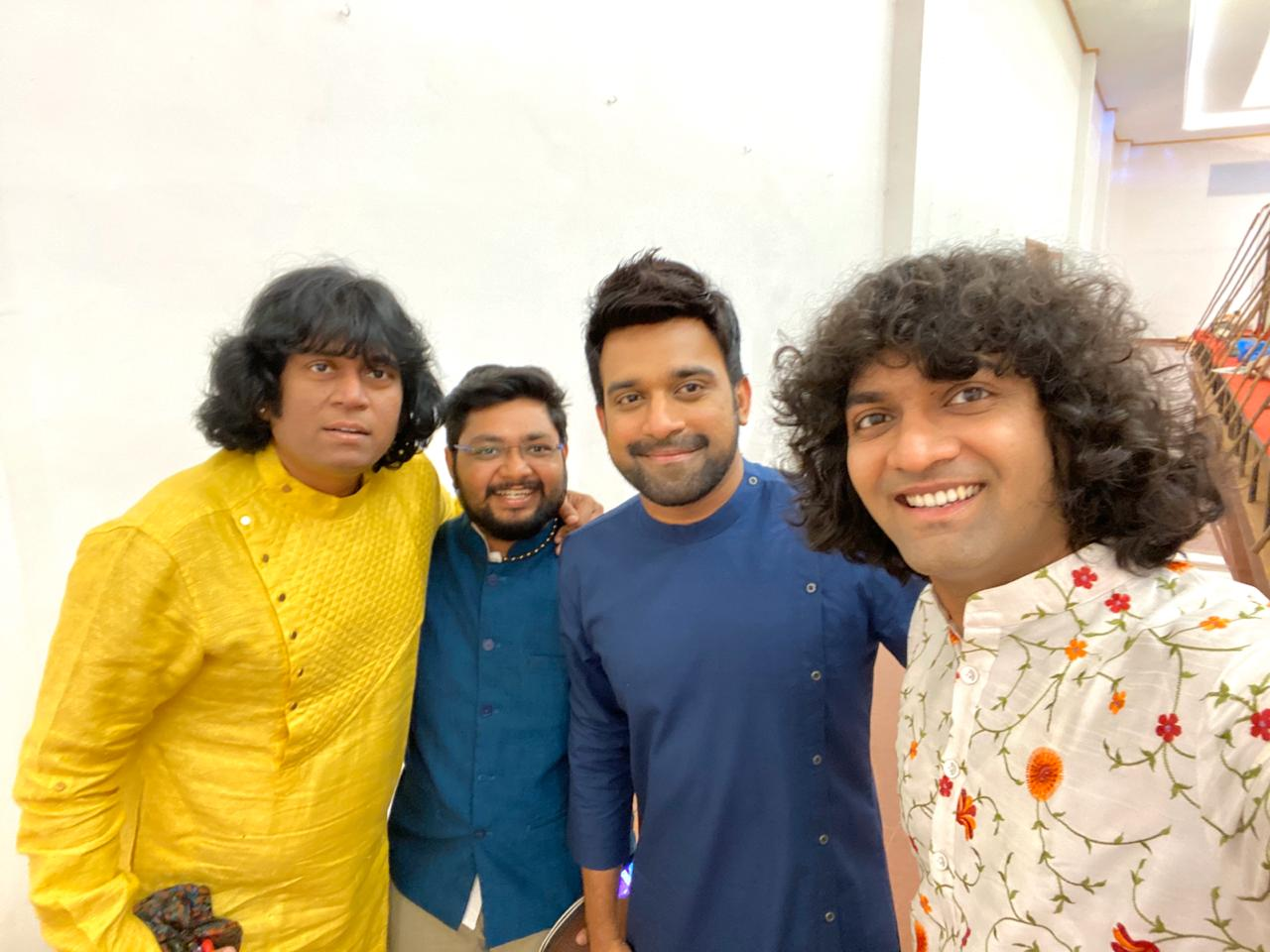u-rajesh-mandolin-at-chennai-concert-along-with-stephen-devassy