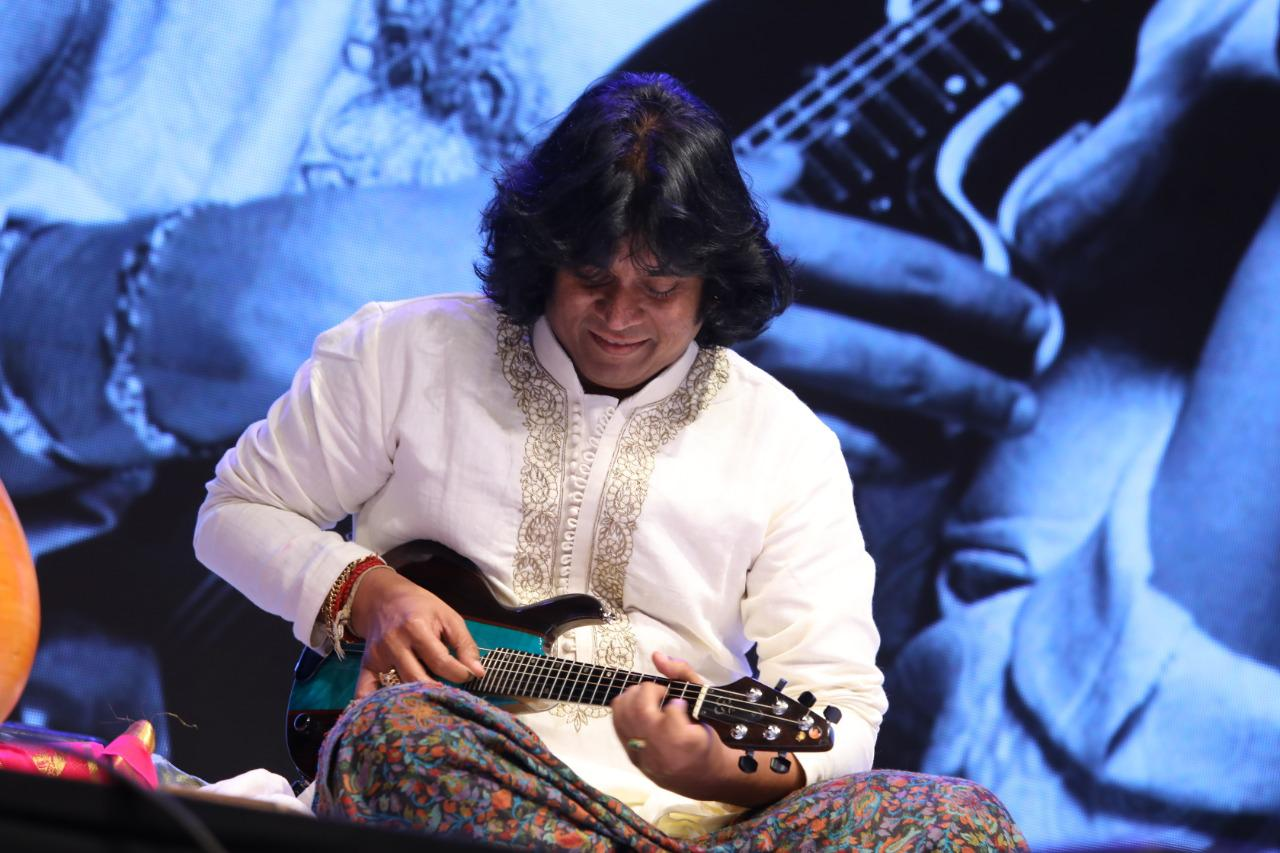 mandolin-u-rajesh-performed-at-the-great-mandolin-a-tribute-to-mandolin-u-srinivas-ji
